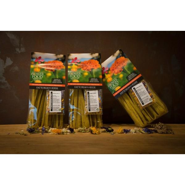 Pasta di mais e riso alle erbe - Tagliatelle alle erbe con fiori eduli (senza glutine)